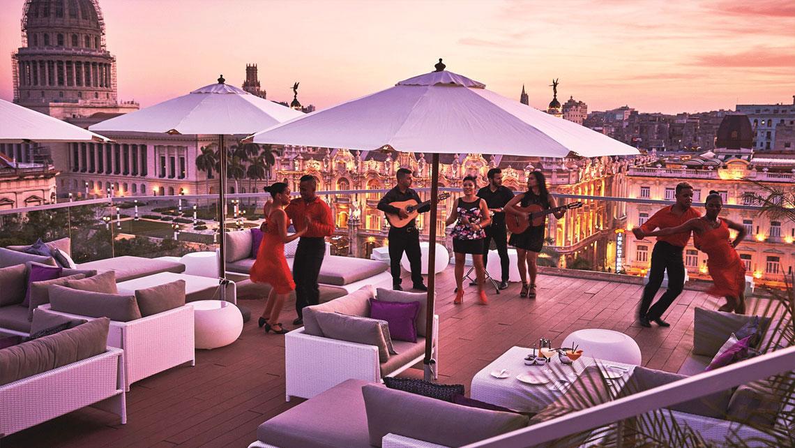 Live music at the rooftop of the incredible Gran Manzana Kempinski Hotel