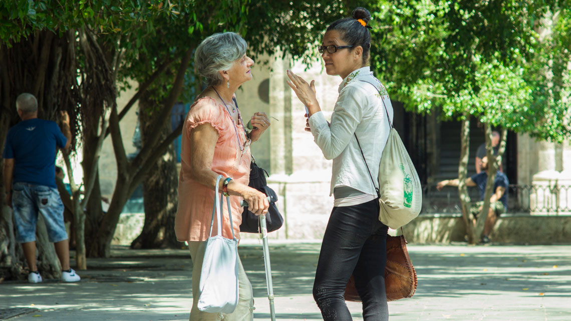 Women having a conversation in Havana