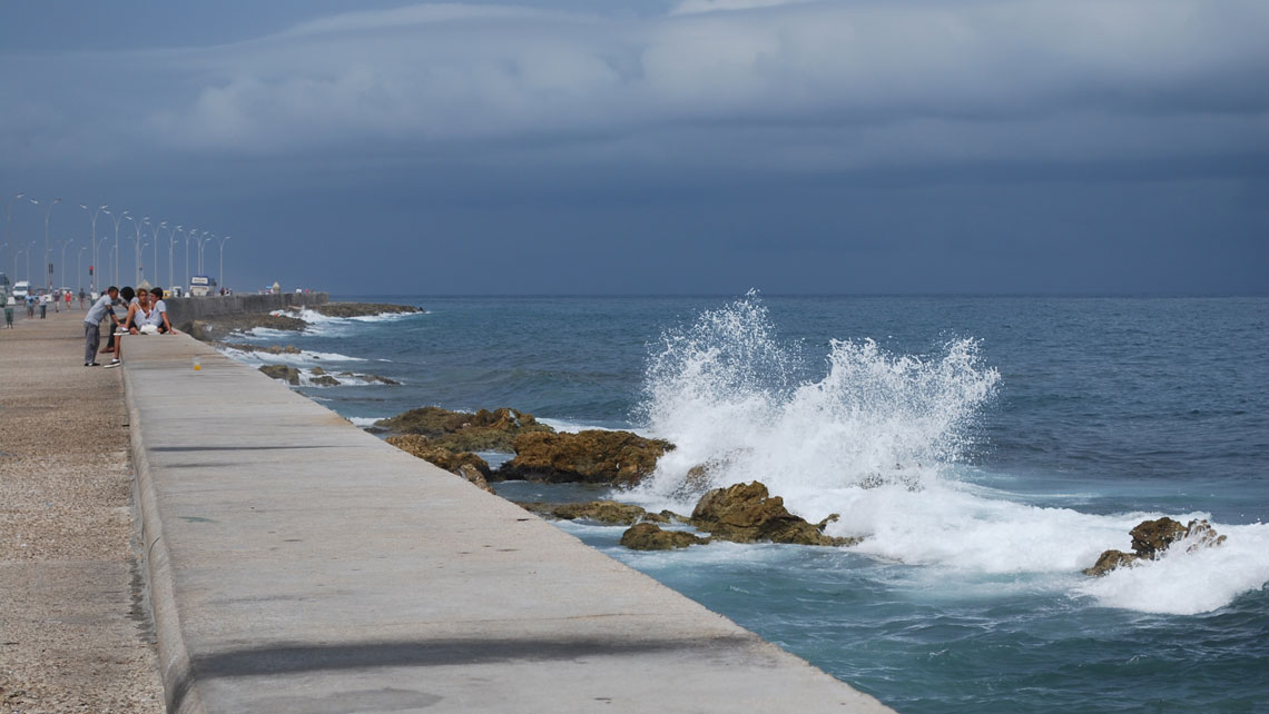 Waves crashing into rocks at the bottom of Malecon