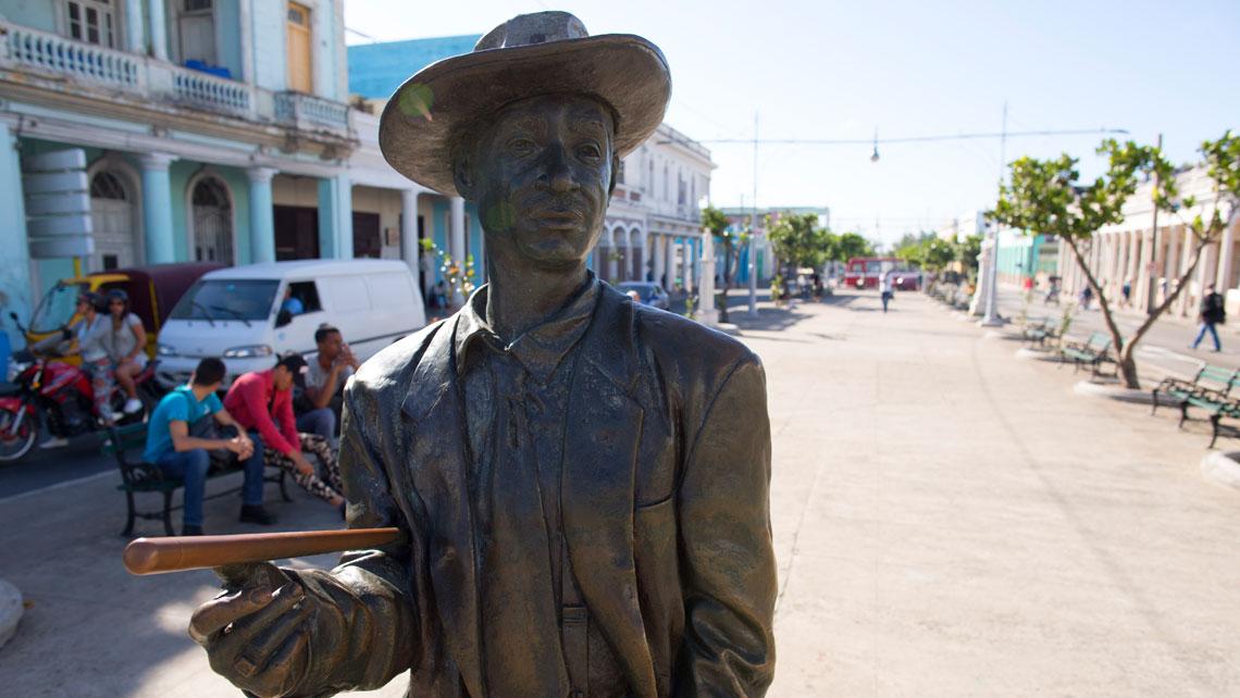 Statue of Cuban musican Benny More in the Paseo El Prado in Cienfuegos