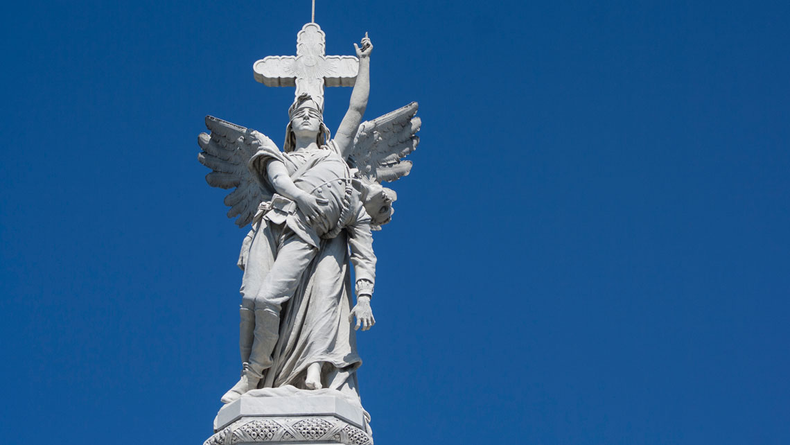 Statue of an angel on the Firefighters monumental tomb