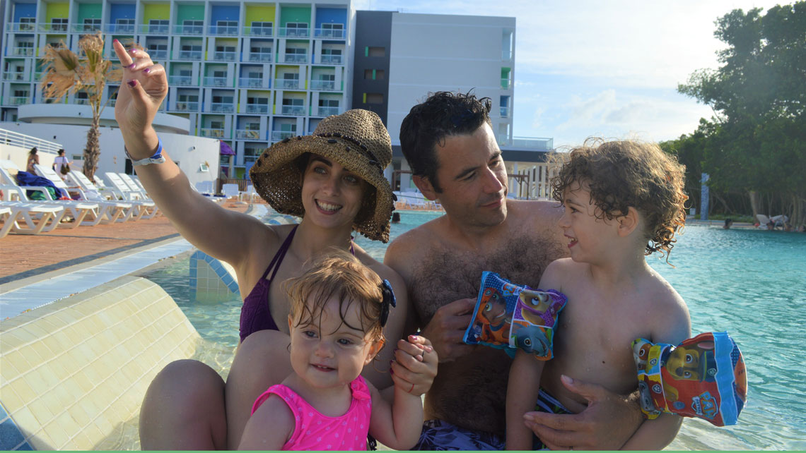 The whole family in the swimming pool