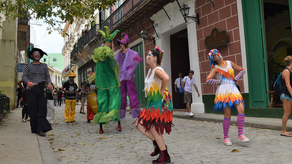 Street dancers performing in Old Havana