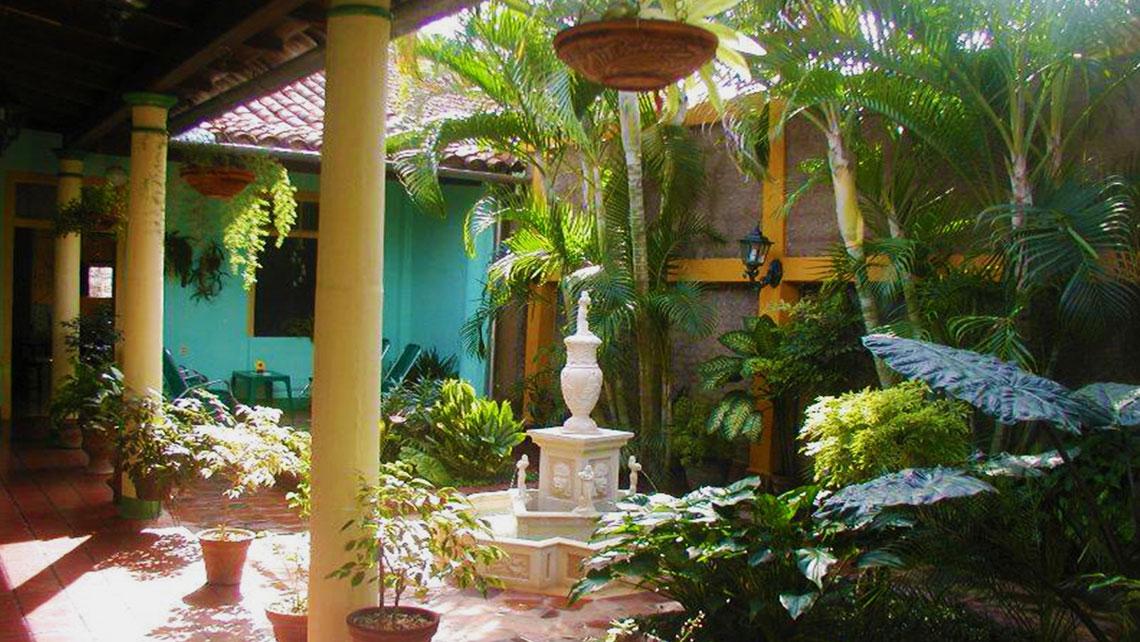 Courtyard of Hostal Buen Viaje in Remedios