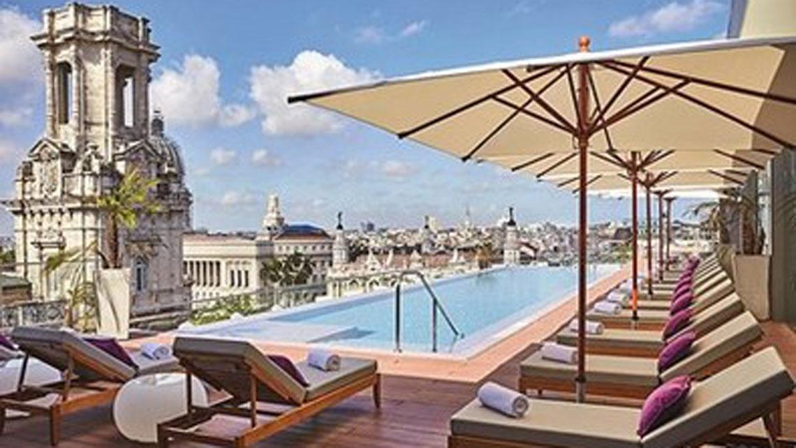 Breathtaking rooftop pool of Hotel Gran Manzana Kempinski