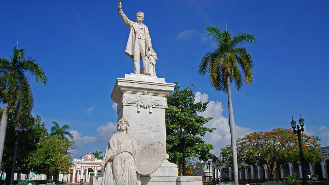 Jose Marti Statue in the main park of Cienfuegos