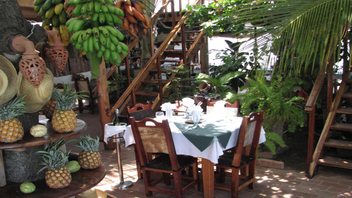 Beautiful patio with a table to have lunch al fresco in a casa particular