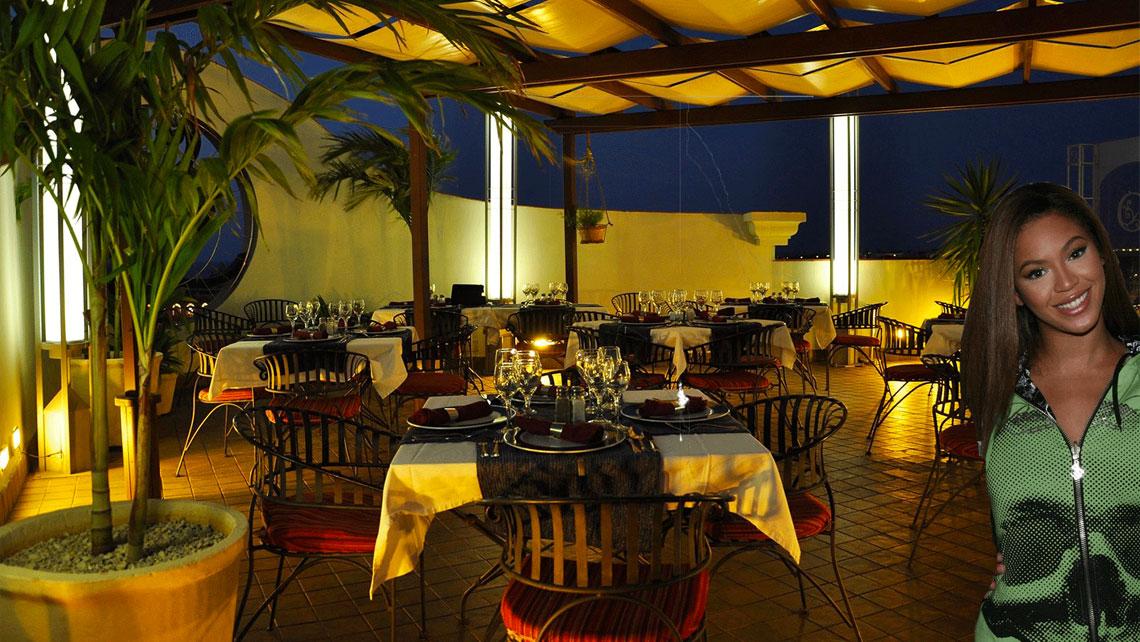 Bar Saratoga at night
