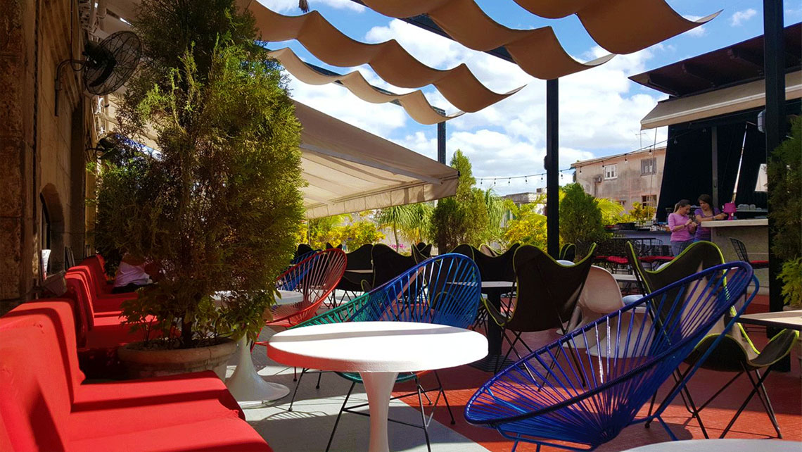 A cosy open seating area of El Cocinero