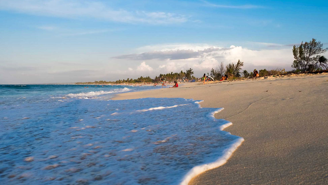 A gentle wave wash over the sand at Varadero