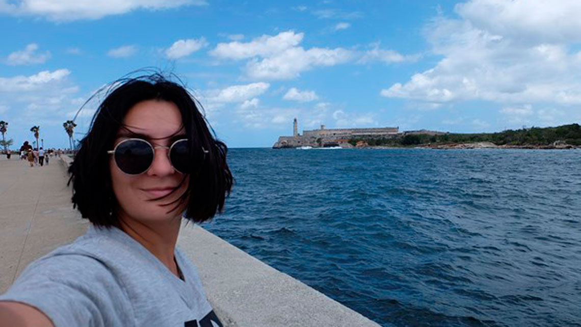 Selfie at malecón sea-drive with Castillo del Morro on the background