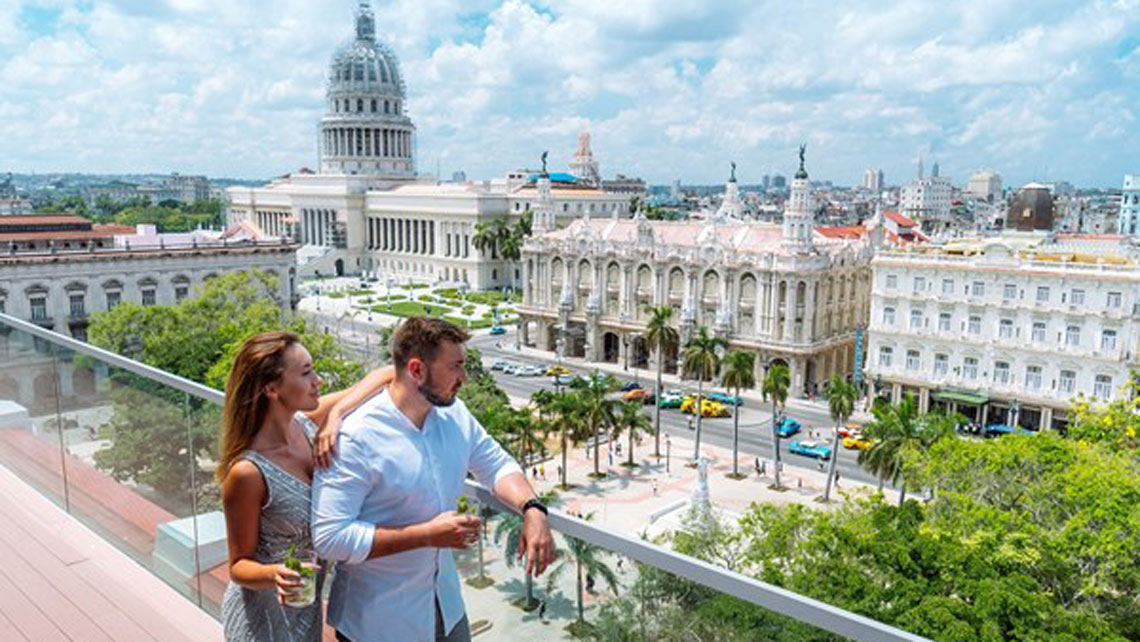 Amazing views over the Parque Central from the rooftop bar at Hotel Gran Manzana Kempinski