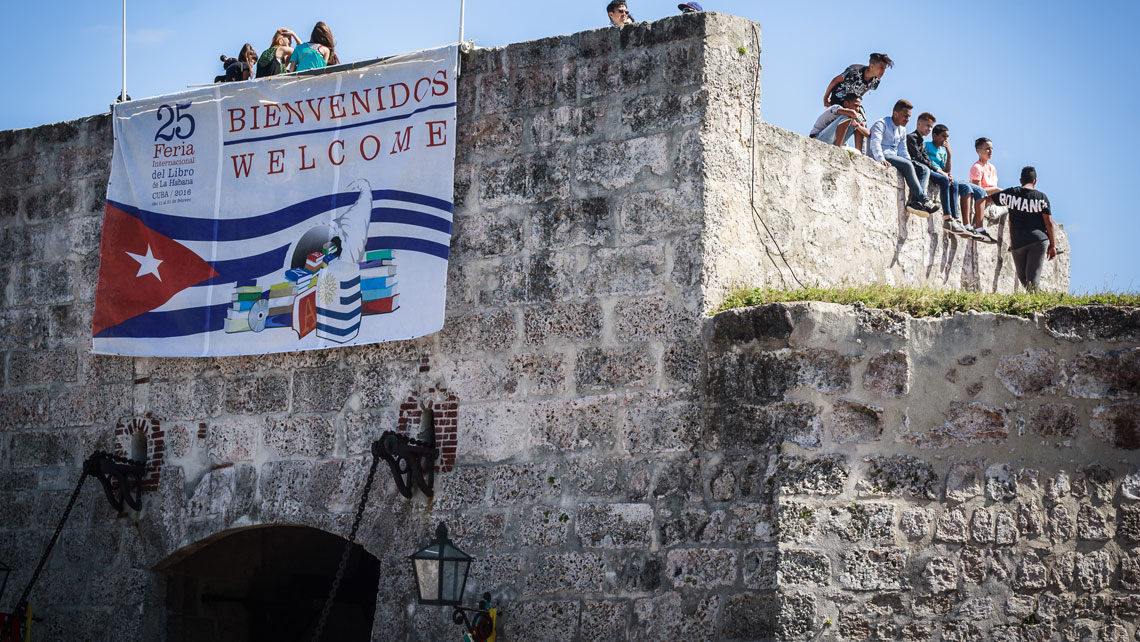 Banner on the entrance of San Carlos de la Cabaña Fortress welcoming visitors during the International Book Fair