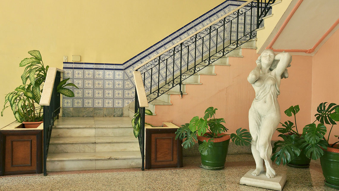 Tiled staircase and a marble statue in Hotel Velazco in Matanzas