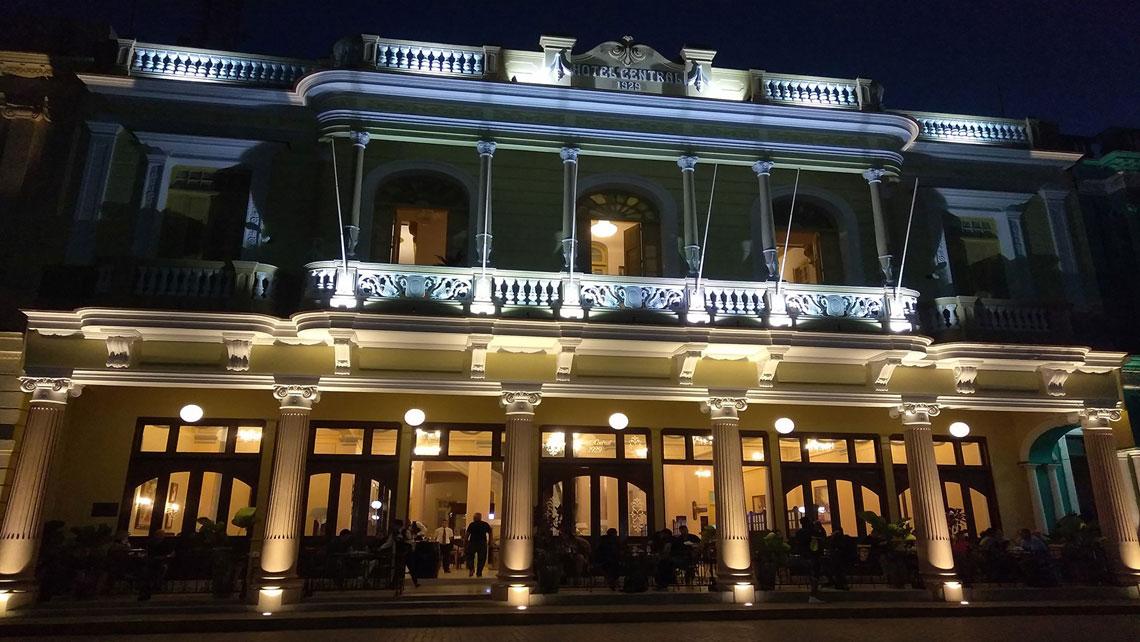 Facade of Hotel Central in Santa Clara at night