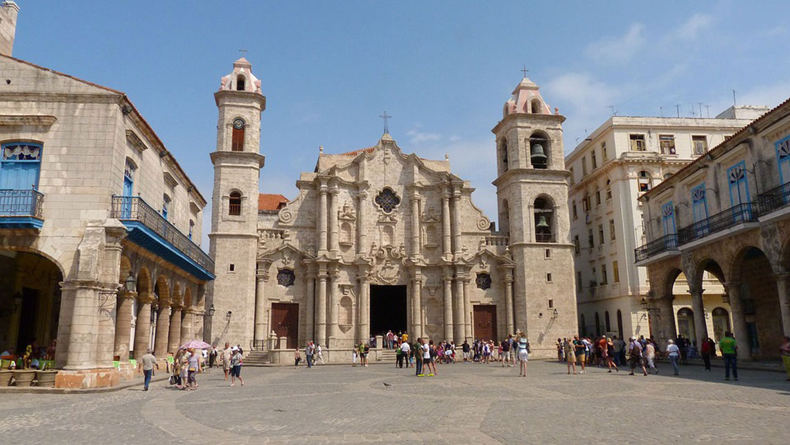 Tourists in the busy Plaza De La Catedral with the Cathedral to the background, Havana