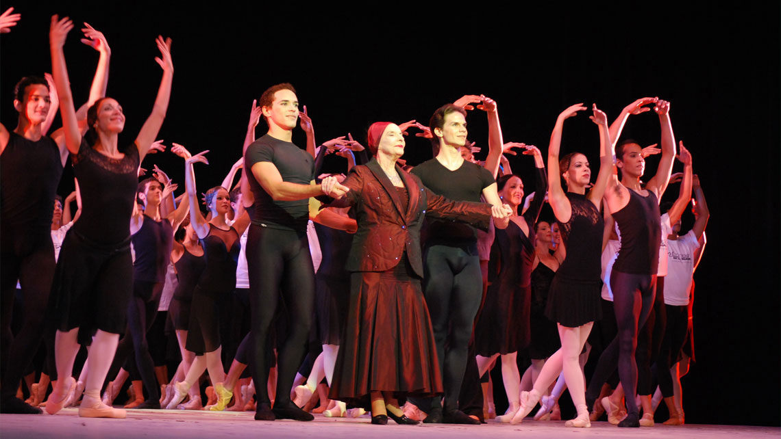 Prima Ballerina Assoluta Alicia Alonso on the stage with members of Cuban National Ballet company