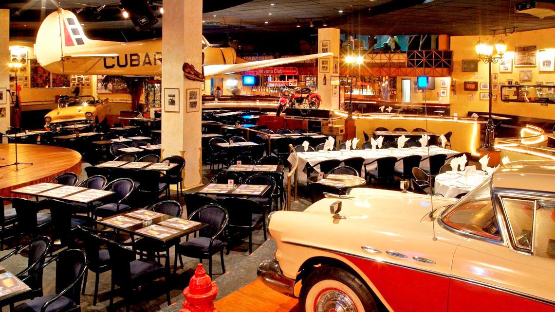 Habana Cafe in Hotel Melia Cohiba with a 1950's style decoration